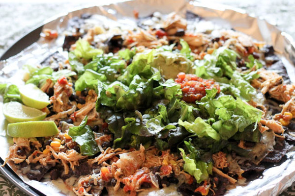 Easy Crockpot Nachos...so simple so good!!!! Lots of quick weeknight dinner ideas to make life more simple.