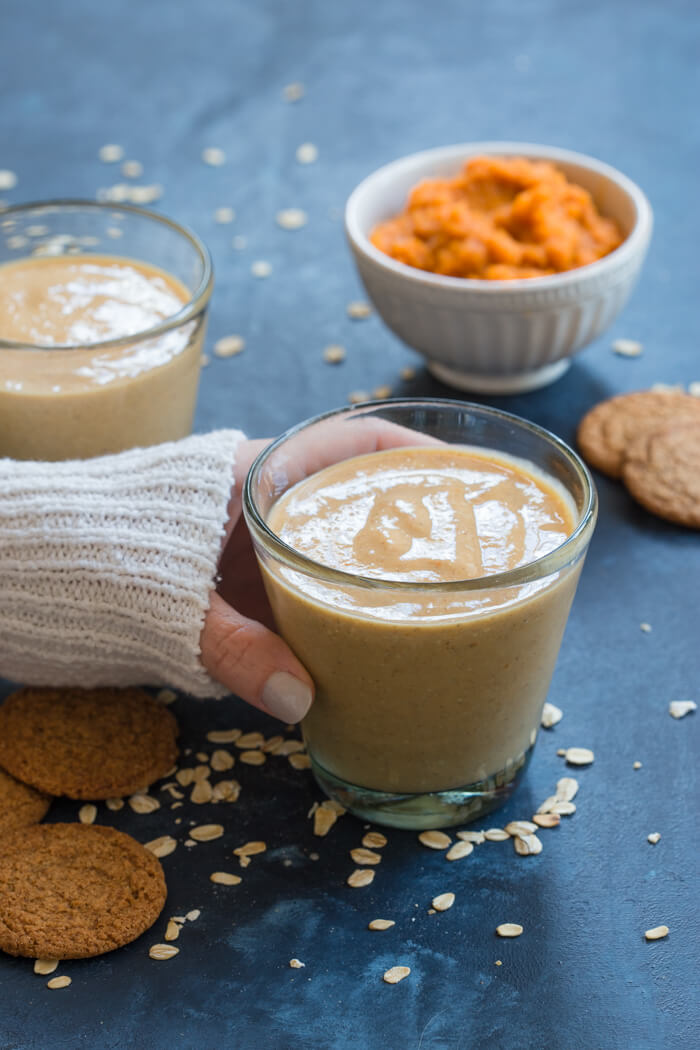 You've gotta taste this Pumpkin Pie Smoothie made with frozen bananas, rolled oats, canned pumpkin, almond milk and pumpkin pie spice will get your taste buds jazzed for fall!