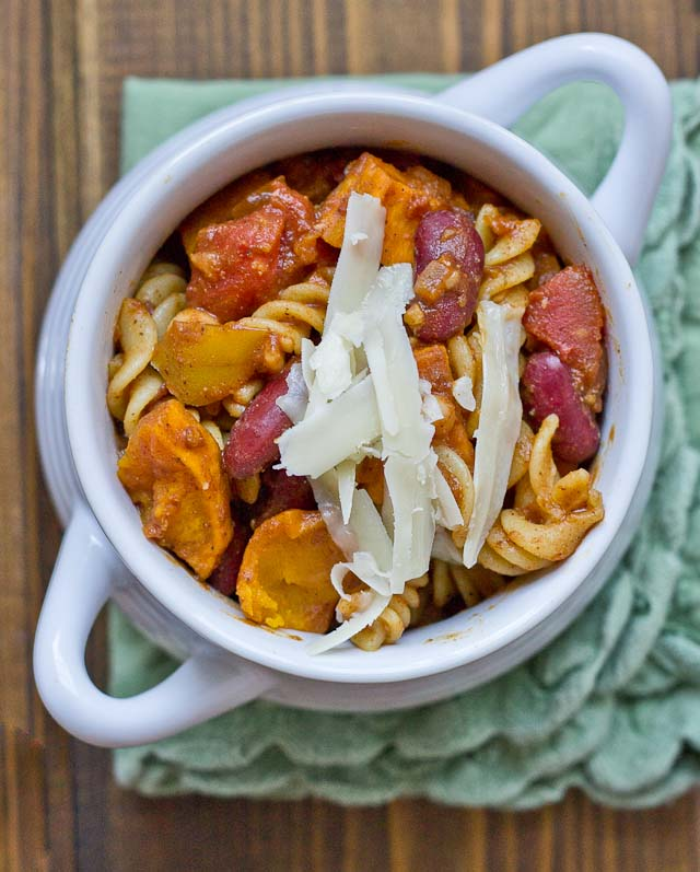 This Butternut Squash Chili Mac is the ultimate comfort food. Chili, cheese, pasta.. holy yummo. Bonus, it's a high protein veggie meal too that is sure to satisfy a hungry appetite.