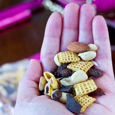 Healthy Snacks to Eat While Traveling + Sweet and Salty Trail Mix