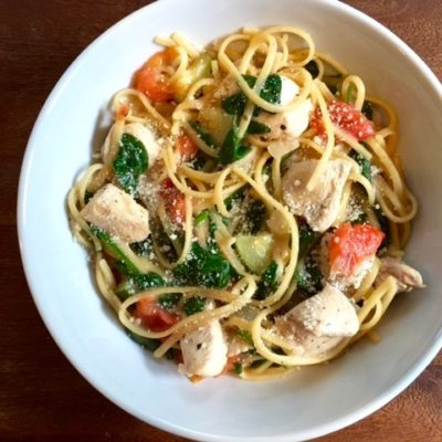 This One Pot Chicken Florentine Pasta is made with the new mom in mind! A comforting bowl of chicken, linguine, and veggies that can easily be heated! Bonus: one pot cleanup = sanity.