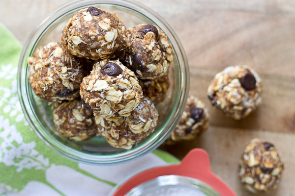 Almond Butter Energy Bites... made with wholesome ingredients like almond butter, dates, dark chocolate and oats. Perfect for snack time or a super quick breakfast!
