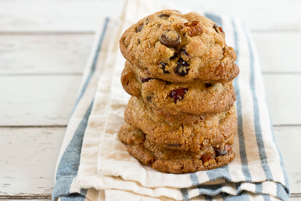 Coconut Oil Chocolate Chip & Cranberry Cookies...have you tried coconut oil in cookies yet? Coconut oil is yummy yum yum in sweet foods. And I LOVE what it does to cookies-- crispy on the edges and soft in the middle kinda of cookies, with a hint of coconut flavor.
