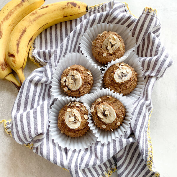 These Healthy Banana Oat Muffins are moist, healthy and oil free applesauce muffins with adeliciouscinnamon banana flavor. Easy gluten free muffins made with oat flour!