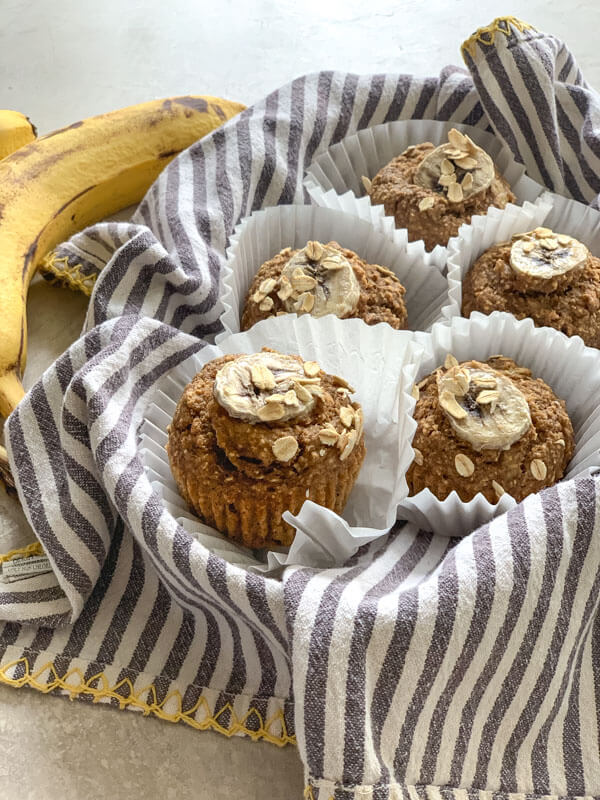 These Banana Oatmeal Muffins are moist, healthy and oil free applesauce muffins with adeliciouscinnamon banana flavor. Easy gluten free muffins made with oat flour!