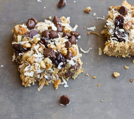 These Soft Baked Oatmeal Chocolate Chip Bars are soooooft and oooh so gooooewy. Healthy enough for a breakfast bar or enjoy as snack or dessert any time of day. Love the chocolate chunks in every bite!