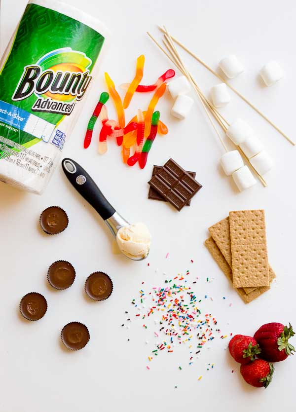 It's DIY s'mores time. Yeah, that's code for do-it-yo-self as in stack-it-up-just-the-way-you-like-it s'mores. This DIY S'mores Bar is perfect for your next cookout for lots of family and friend fun.