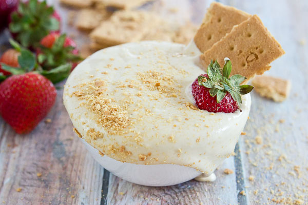 Calling all Strawberry Cheesecake lovers in the house... this recipe is for you. This Strawberry Cheesecake Dip is vegan and gluten free and made with only 5 ingredients-- cashews, cashew milk, maple syrup, vanilla extract and strawberries for dipping!
