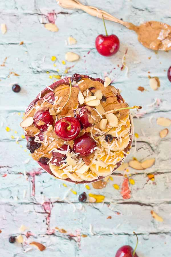 This Almond Butter Acai Bowl tho. The taste of almond butter with acai and banana in a bowl topped with all the toppings. Plus who can resist extra almond butter drizzled on top?! Almond butter in every bite!