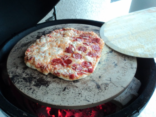 Want to make pizza at home?! Try this homemade pizza dough! It's so good.