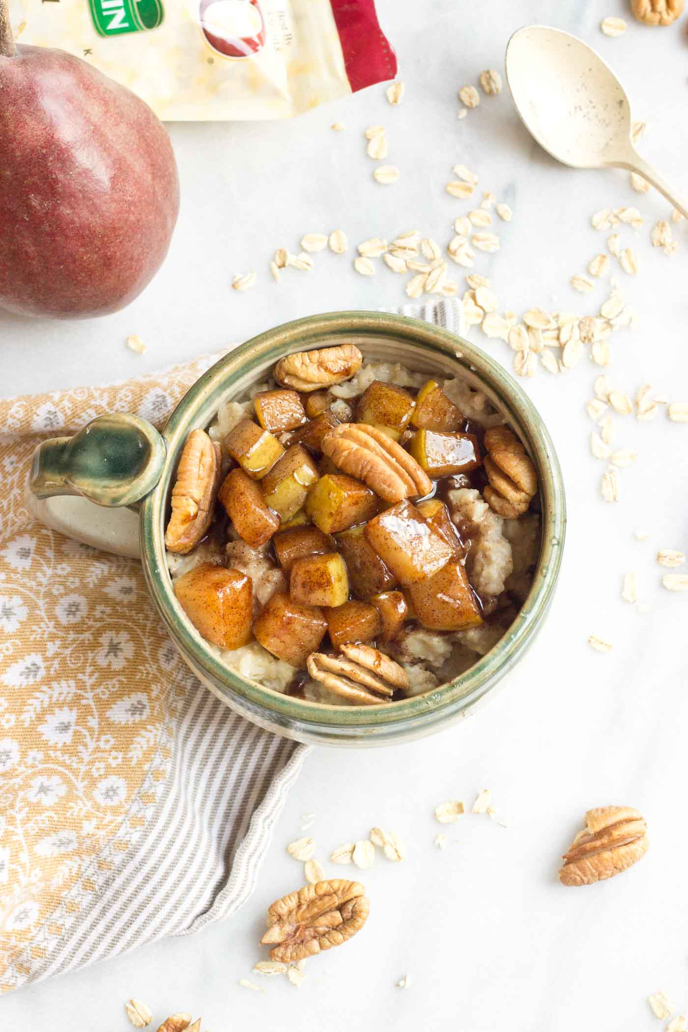 I can't get enough of this Caramelized Pear Oatmeal. It's all cinnamon-y and warm and comforting, especially on a chilly fall morning! YAY!!