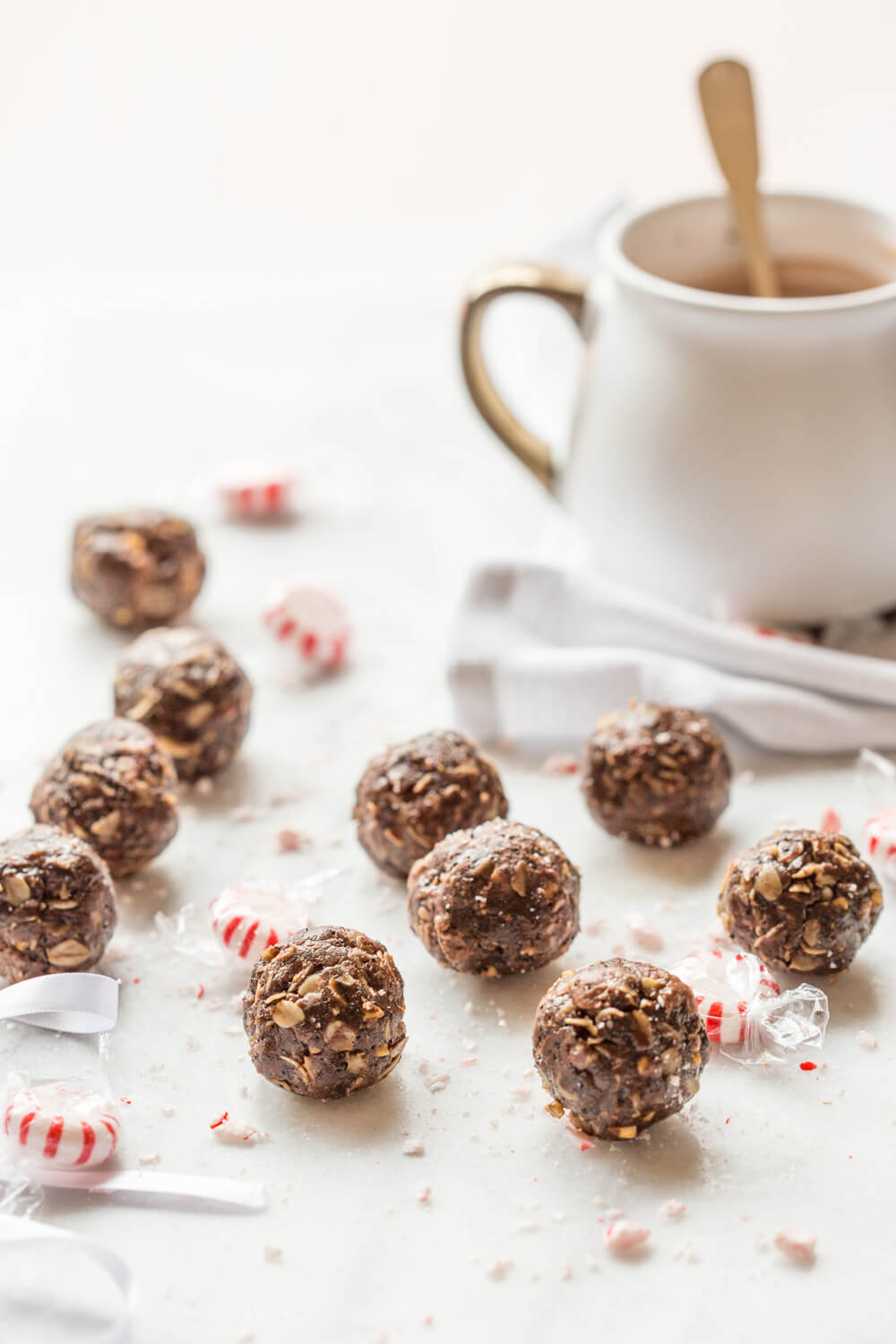 These Peppermint Mocha Chocolate Energy Bites made with almond butter, oats, and ground coffee are sooo easy to prepare– all you need is a big bowl and mixing spoon. Coffee balls, heck yessss!