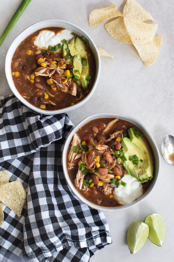 Easy Instant Pot chicken enchilada soup recipe great for meal prep and freezes well. Can be made in the slow cooker too! Healhty fall comfort food FTW!