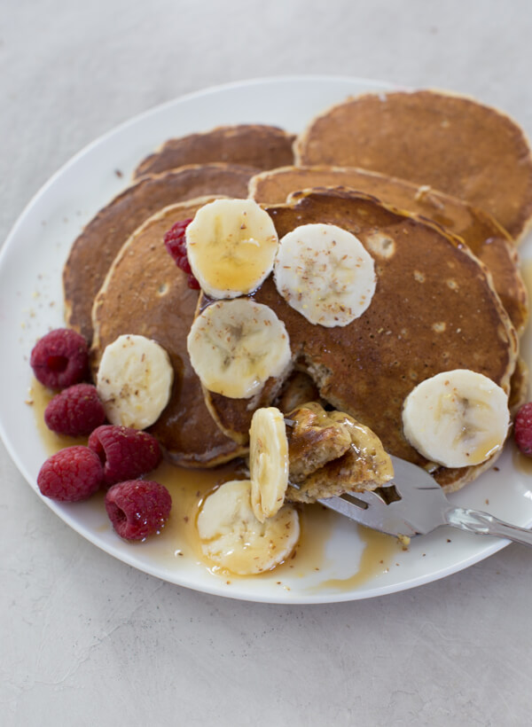 whole wheat pancakes with bananas and raspberries